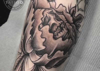 dallas-tattoo-illustrative-skull-peony