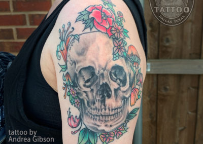 dallas-neotraditional-tattoo-skull-flowers